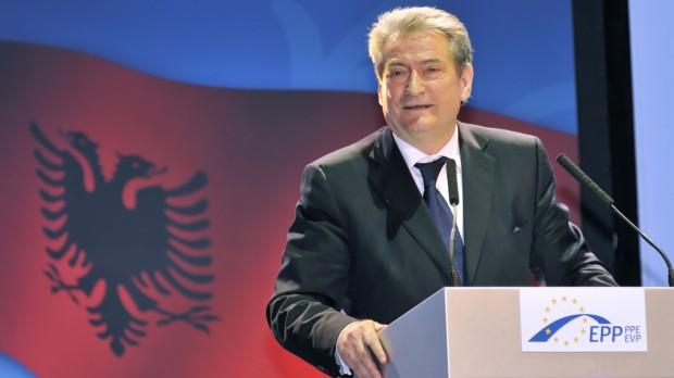 Albanien: Politisk uro spærrer vejen mod EU