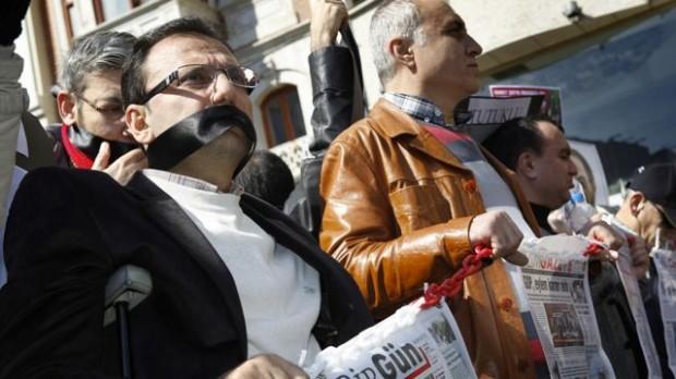 Tyrkiet: Massearrestationer af journalister