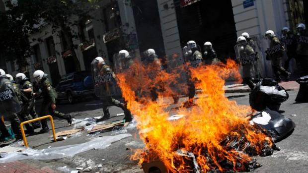 Jesper Jespersen: Euro-branden er slukket men problemerne består