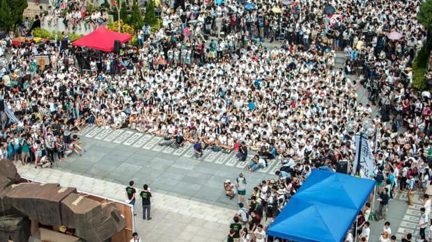 Hongkong: Tusindvis af studerende boykotter undervisningen i kamp for demokrati