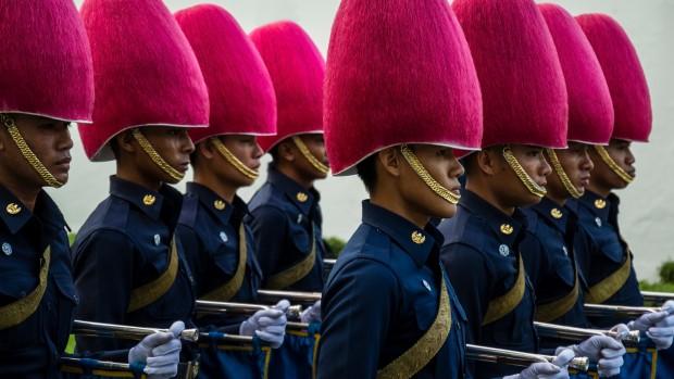 Thailand: Militæret strammer grebet om anti-royalister