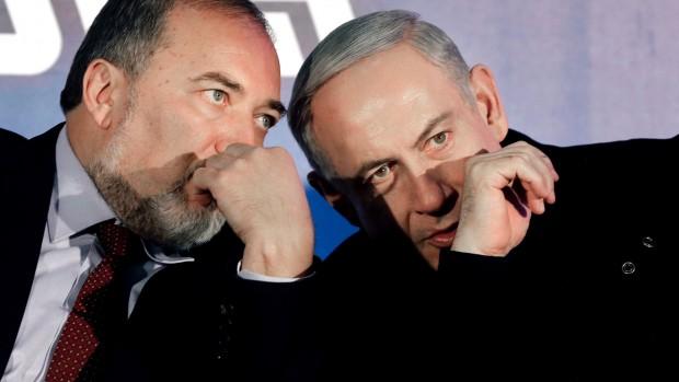 Israel: Ultranationalisten Lieberman gør politisk comeback som forsvarsminister