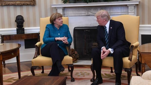 Andreas Sugar: Hvem trækker i trådene i Trumps uransagelige udenrigspolitik?