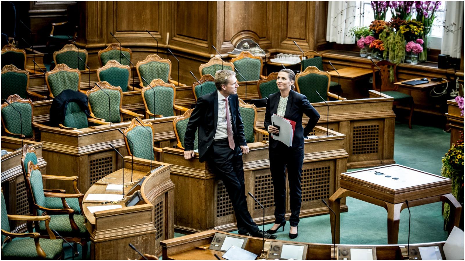 Niels Jespersen i RÆSON34: Venstrefløjen ruster sig til styrkeprøve med sosserne, men DF kan spille dem helt af banen
