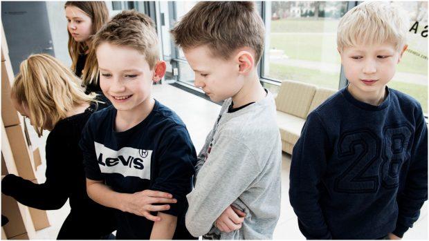 Børnepsykolog Rasmus Alenkær: De nuværende rammer om skolen er noget bras. De er til skade for både børn, lærere og forældre