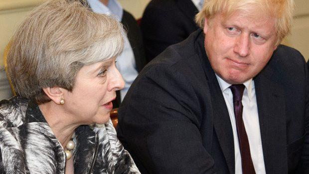 Jens-Peter Bonde: Theresa May tog hele tiden fejl. Nu tilfalder posten sandsynligvis Johnson, der må starte med – 'midlertidigt' – at acceptere den aftale, hun ikke kunne få igennem