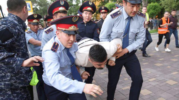 Flemming Splidsboel: I Kasakhstan kæmper den nye præsident allerede for sit styre. Vil han reformere landet?