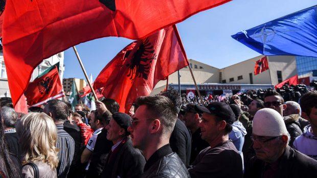 Emma Krainert Friis: Kosovos premierminister er trådt tilbage og har efterladt landet i politisk uvished. Kan det finde sine fødder igen?