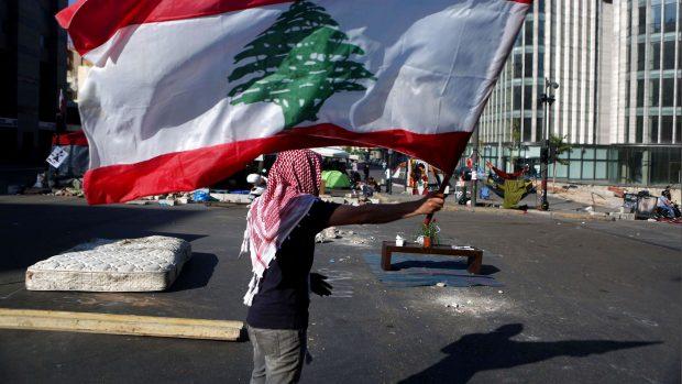 Lara Bitar om Libanon: Regeringens afgang er ikke nok. Befolkningen vil ikke længere holdes som gidsel, så demonstrationerne fortsætter