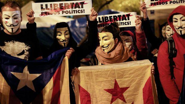 Johanne Halken om det spanske valg i morgen: Catalonien kan splitte Spanien ad. Krisen er langt fra ovre
