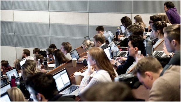 Christoph Ellersgaard: Lad os trække lod om optaget på universiteterne fremfor kun at se på karaktergennemsnit eller ansøgninger