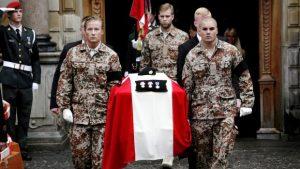<font color=00008>Mads Silberg:</font color> Vi har tabt krigen i Afghanistan. Men med en samlet evaluering af krigsindsatsen kan vi sikre, at der har været en mening med de faldne danske soldaters offer
