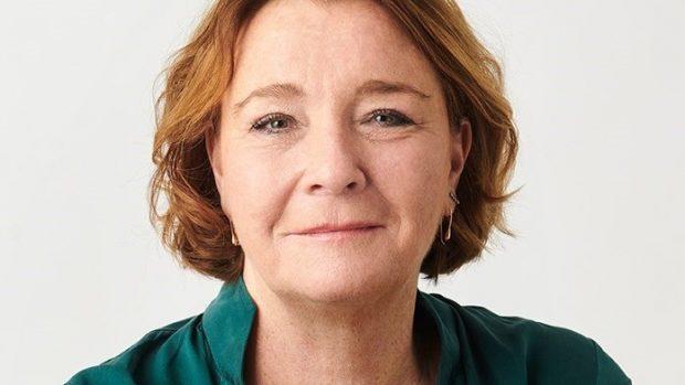 Tine Aurvig-Huggenberger i RÆSONEKSTRA2: Demokratiets tynde fernis (eller: Den dyrt betalte tryghed)