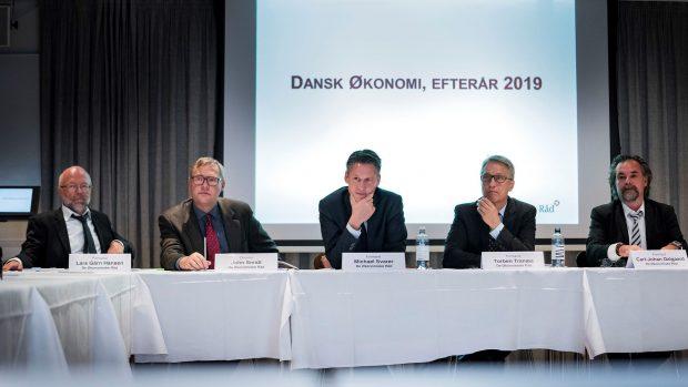 """Johan og Esther Michelsen Kjeldahl: Hvorfor kalder vi stadig formandskabet i Det Økonomiske Råd """"vismænd""""?"""