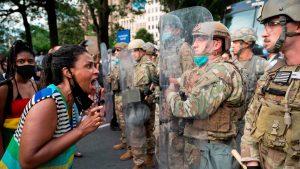 <font color=00008>Forsvarsforskere:</font color> Trump er ved at omkalfatre det amerikanske militærs historisk upolitiske rolle i USA