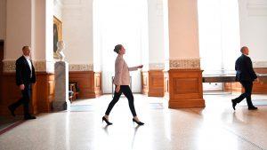 <font color=00008>Jørgen Grønnegård Christensen i ny interviewserie om magten på Slotsholmen:</font color> Folketinget har mistet magt til fordel for ministerierne – og særligt under coronakrisen