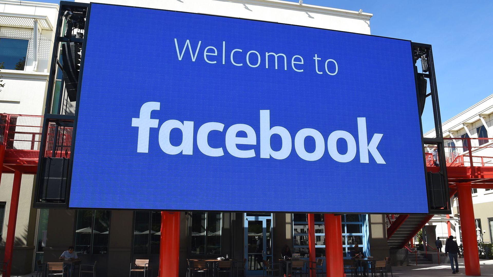 Christopher Arzrouni: Lad Facebooks brugere være i fred