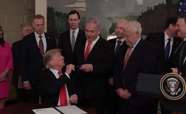 Hans Henrik Fafner om Israel, Emiraterne og USA: Pludselig fredsaftale ligner en redningsplanke for nødstedte politikere