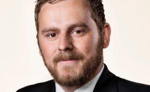 Jeppe Klenitz-Jakobsen: Magten er sandelig blevet sød, når man i regeringen bøjer og bryder så fundamentale rettigheder for ikke at tabe ansigt