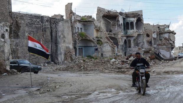 Vestenskov og Hehnel: Den dansk-ledte NATO-mission i Irak kommer til at befinde sig i et dybt kompliceret politisk landskab, hvor den største trussel ikke vil være IS