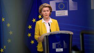 Malthe Munkøe i RÆSON SØNDAG: Vaccinefiaskoen kan lære EU, at det er på tide at smide fløjlshandskerne i international politik
