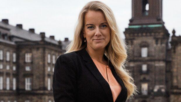 Pernille Vermund (NB):  Så længe udlændingepolitikken primært er tomme ord, brudte løfter og helliggørelse af internationale konventioner, bliver Danmark ikke reddet af den nuværende regering