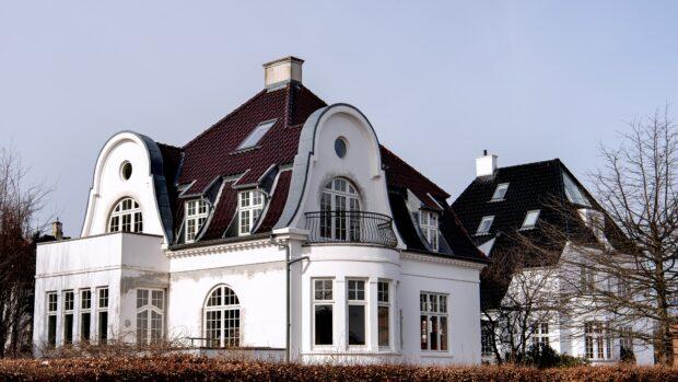 Boligøkonom Mikkel Høegh: Kære politikere. Hvad med at indføre et boligskattesystem, som faktisk fungerer?