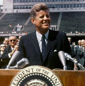 Krisecast #13: Da Sputnik chokerede USA, igangsatte rumkapløbet og ændrede verdenshistorien