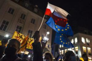 Malthe Munkøe i RÆSON SØNDAG: Polen har udfordret selve EU's fundament. EU's næste skridt er afgørende